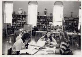 Library w girls